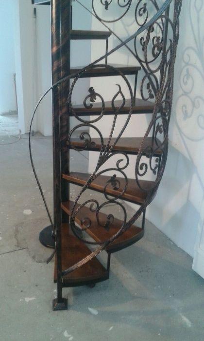 Scara spirala pentru acces la etaj/mansarda