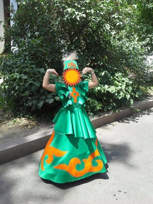 Платье в казахском национальном стиле