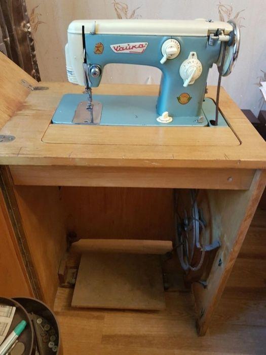 Продаю швейную машинку Чайка с зигзагом цена 15000 тг.