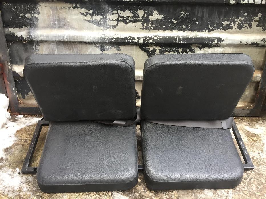 Допълнителна седалка за автомобил