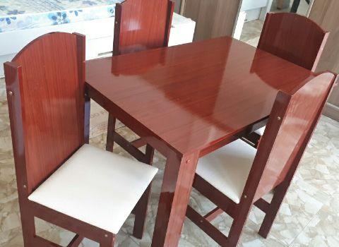 Mesa de jantar 4 cadeira