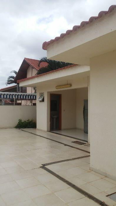 vende-se está Casa V4 em Talatona