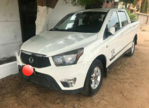 À venda (Angola–Luanda): Ssang Yong, motor Diesel, ano 2014.