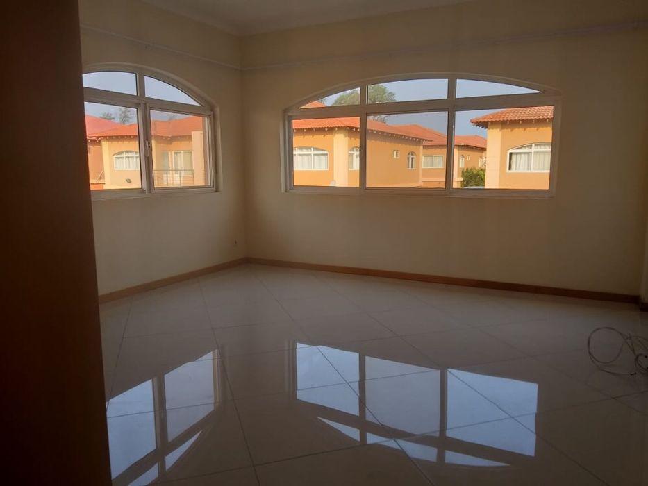 Arrenda-se Excelente Moradia T4 no Triunfo(Condomínio Triunfo) Maputo - imagem 3