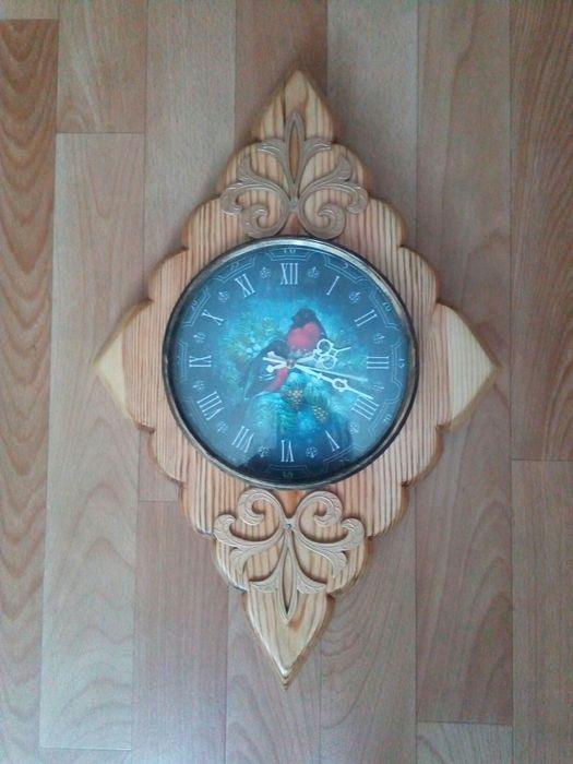 """Часы """"Снегири"""", ручной работы."""
