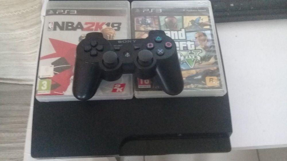 Playstation 3 com 1 comando e vários jogos jogos!
