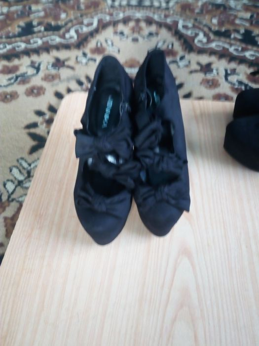 Vând pantofi ptr ocazii speciale
