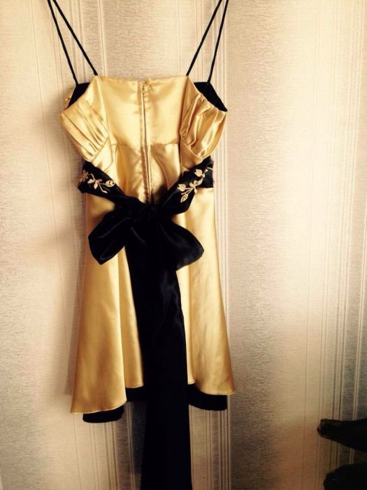 Стилна бална рокля в черно и златисто
