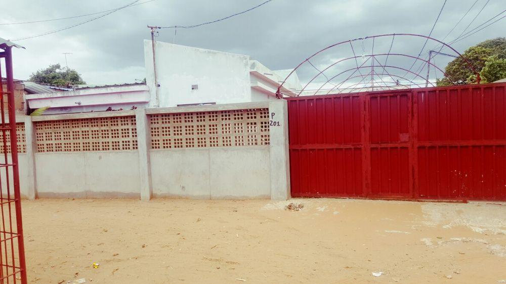 Vende-se casa limpa no bairro de lulane