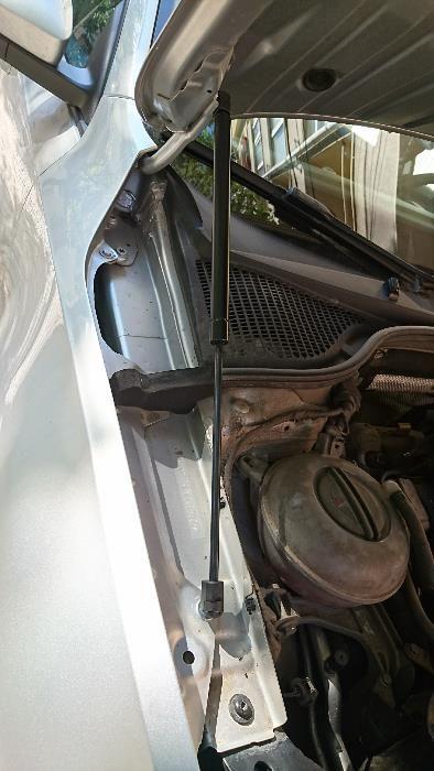 Монтажен комплект амортисьори преден капак Skoda Octavia Mk3