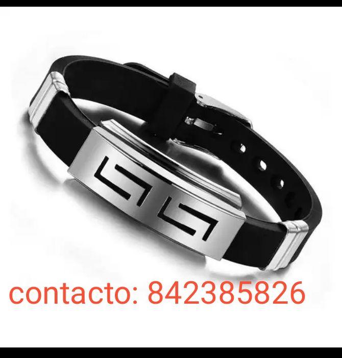 Promoção pulseiras para homens. Feito de metal inoxidável e borracha