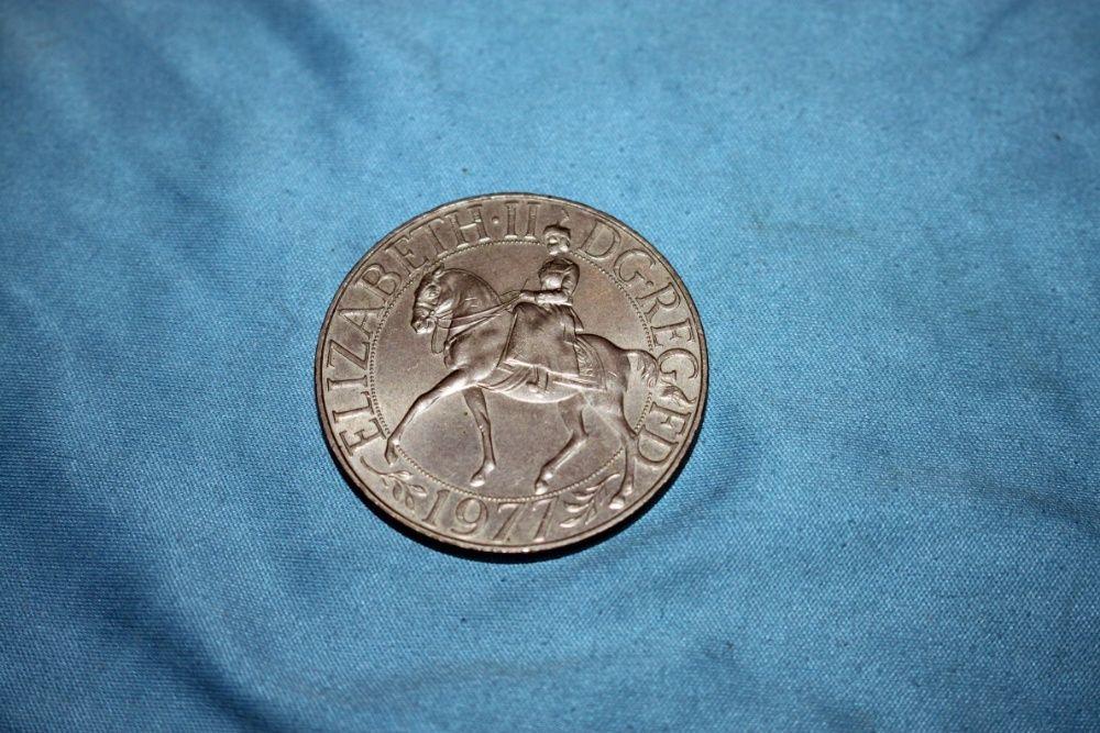 """Moneda comemorativa """" Queen Elizabeth """" 1952 - 1977"""