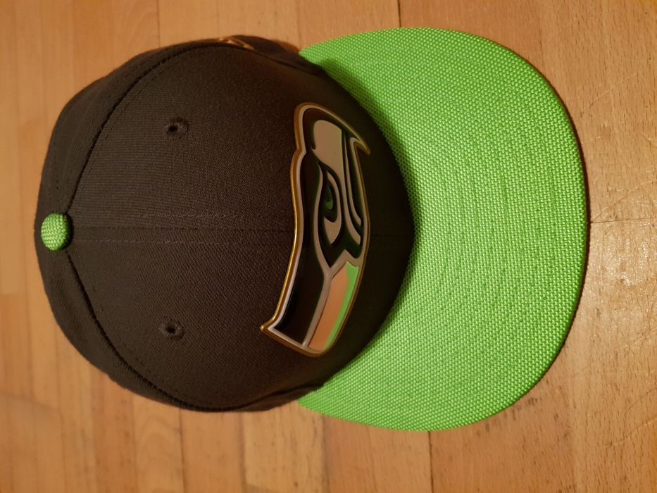 Vând șapcă New Era 59 fifty NFL Gold Edition - Seattle Seahawks
