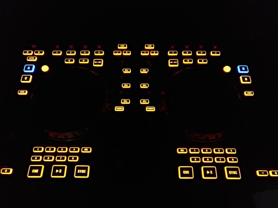 Controlador Behringer CMD Studio4a