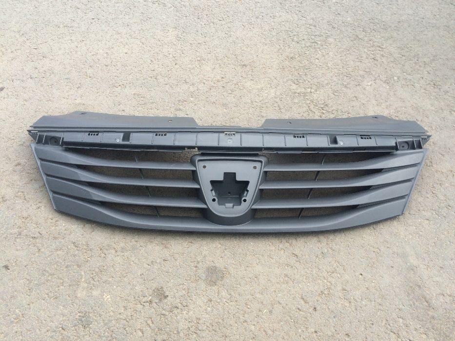 Grila superioara calandru bara fata radiator Dacia Logan facelift