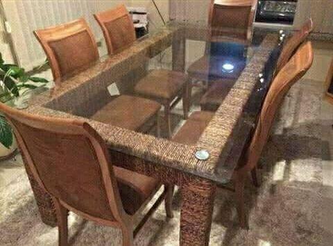 Vende se mesa de jantar de 6 lugares