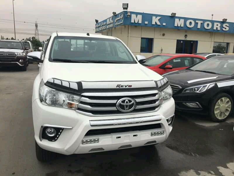 Toyota Hilux SRS cor branca 0km