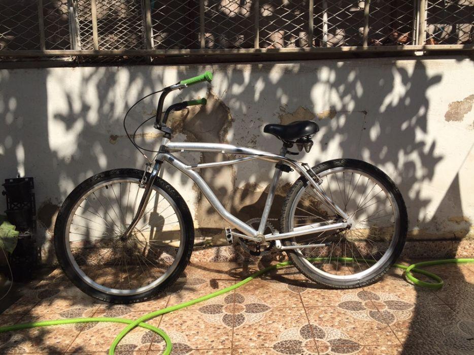 Vendo bicicleta Beach em alumínio com banco em silicone.