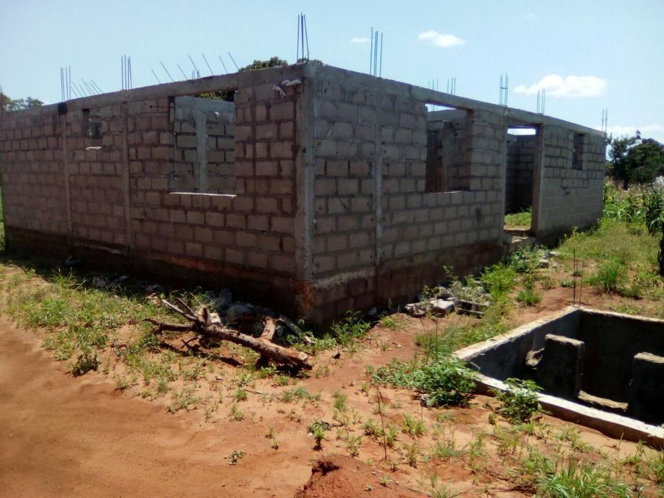 Casa inacabada na Milotana (Zilinga)