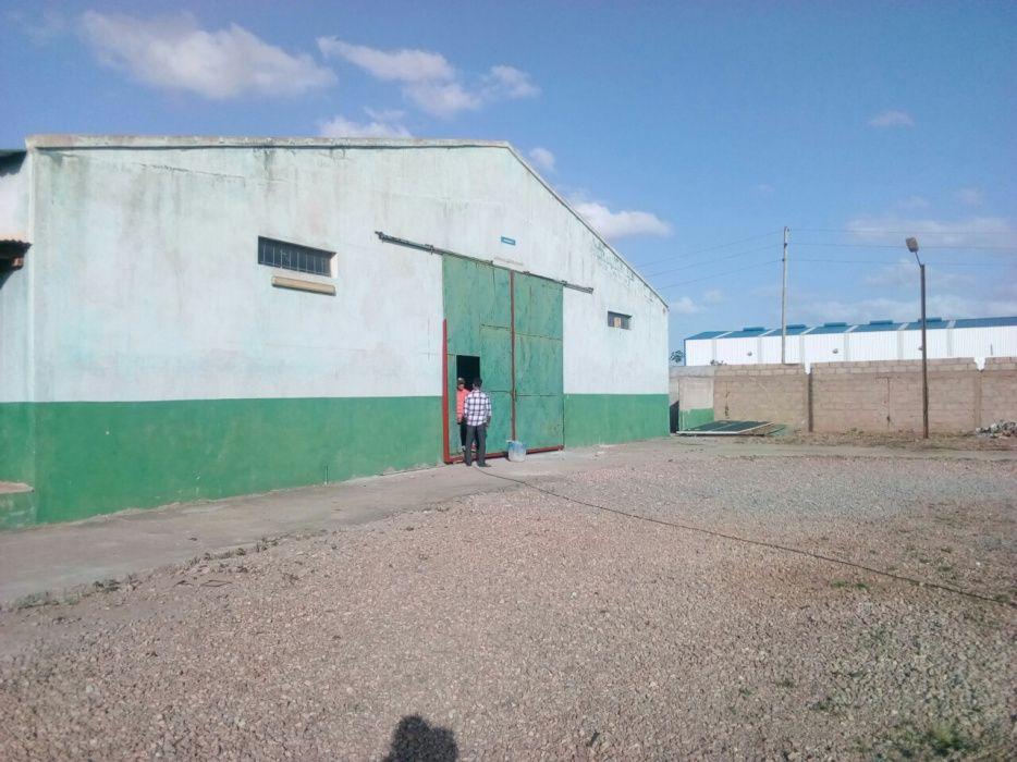 Arrenda-se armazéms a beira da estrada N4 no txumene 2 600m2