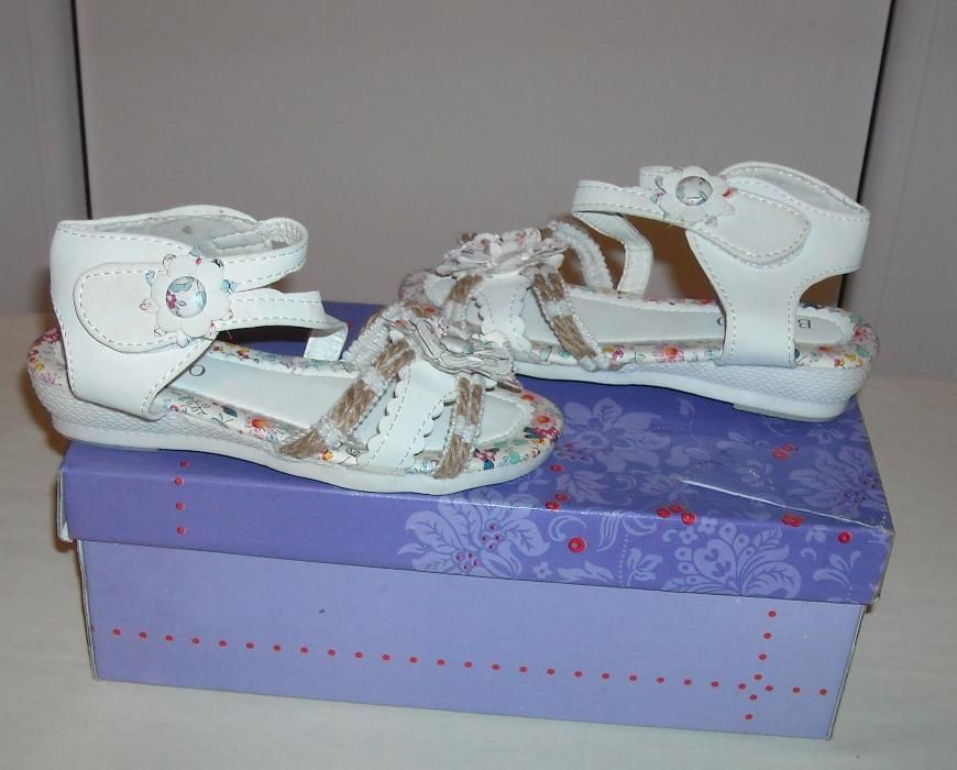 Sandale fetite NOI (model deosebit) Pret Negociabil