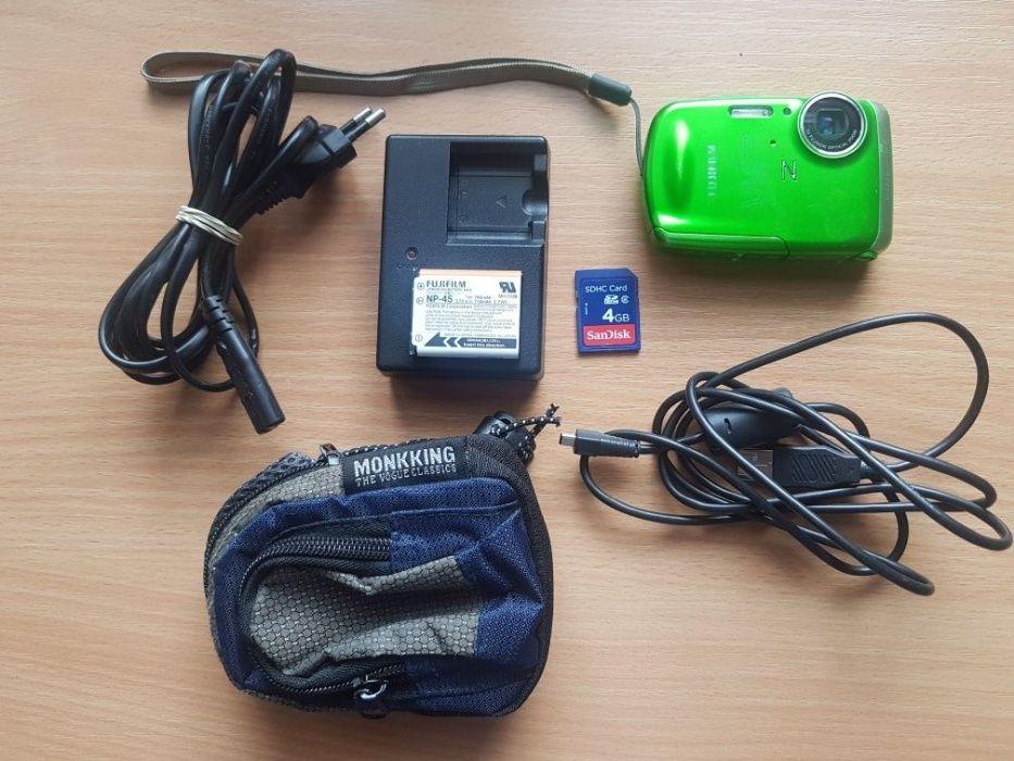 Panasonic Lumix SZ1 16.1 MPx Оптично 10 x и Fujifilm FinePix Z33WP Вод