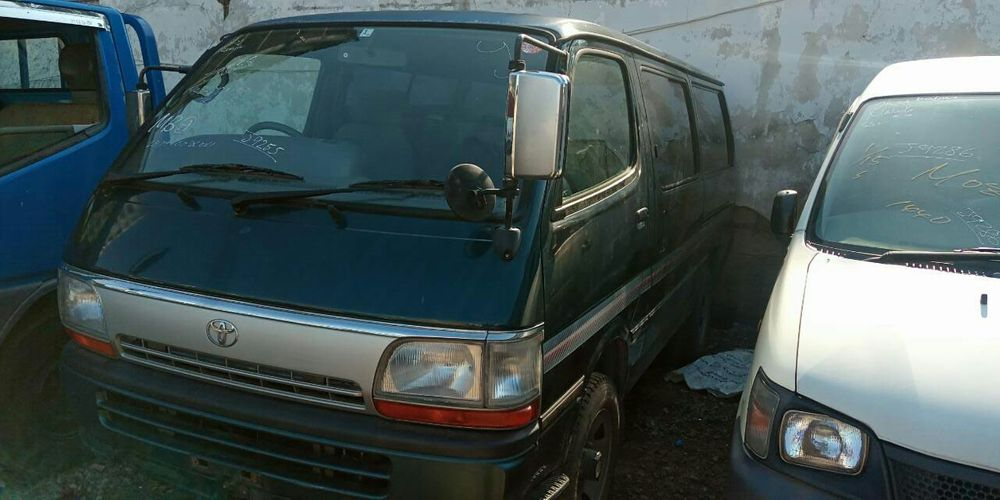 Toyota Hiace Mini bus 3L