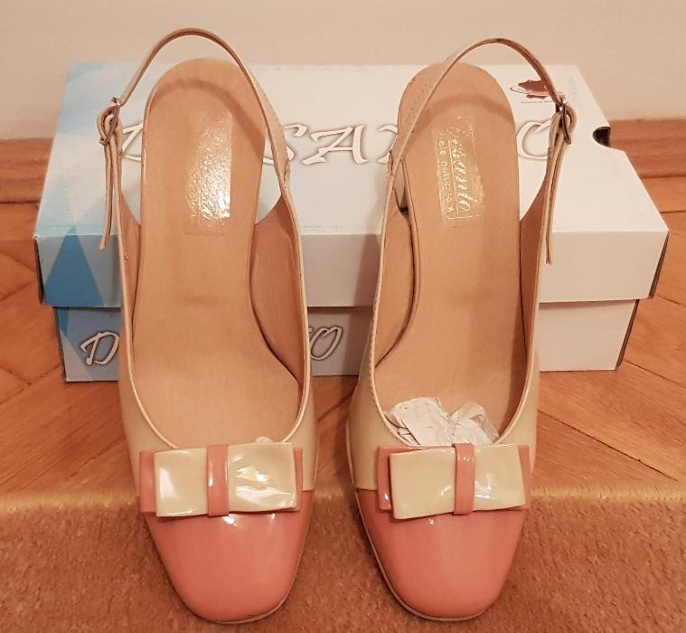 Vand pantofi de piele naturala culoarea crem (luciosi) marimea 37