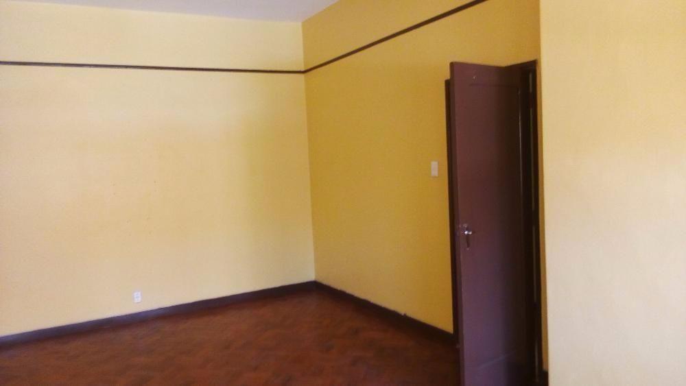 Arrenda-se casa T2 em prefeitas condições (Água quente, chão vernizado