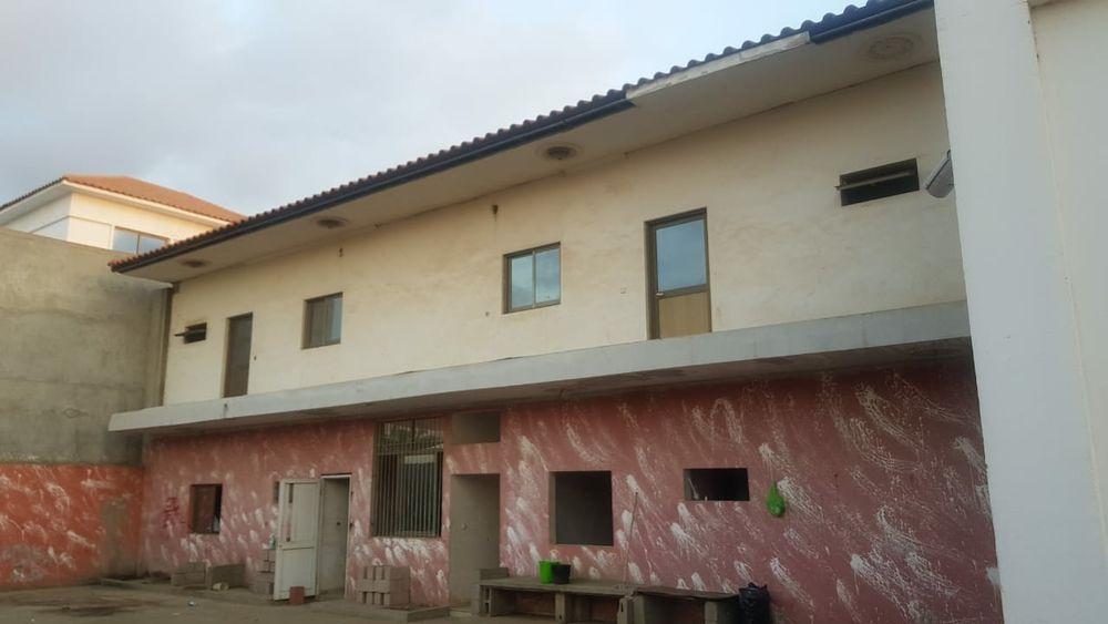 A venda moradia no benfica rés do chão e primeiro andar com 6 suite m