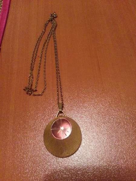 Дамски часовник медальон позлатен