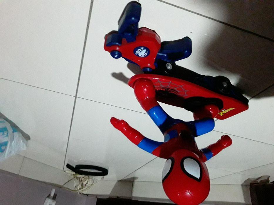 Carinho de spider man com remote 2 semanas de uso