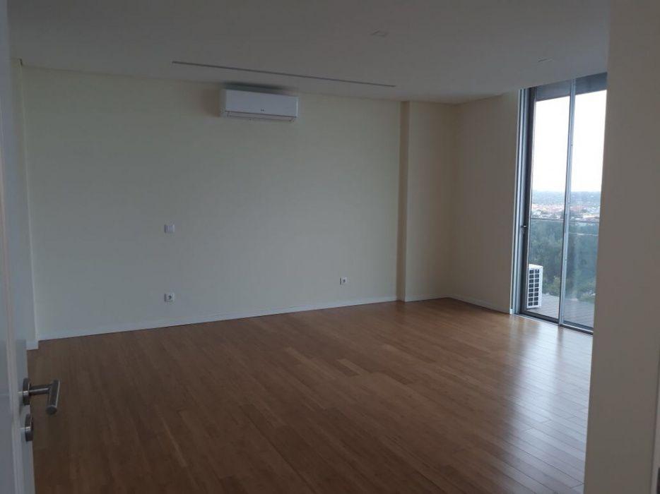 Vende se apartamento t4 super luxuosa no condomínio Zen