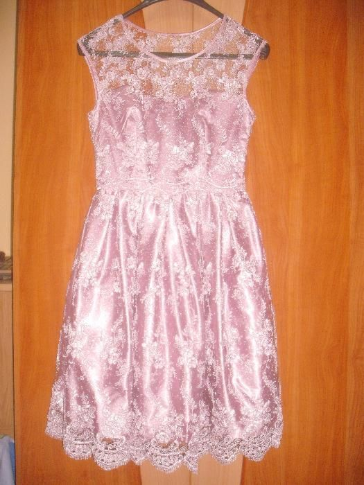 rochie pentru ocazii, din matase si dantela fina.