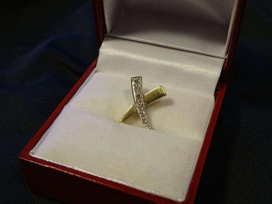 Pandantiv deosebit din aur 18K cu 9 diamante naturale
