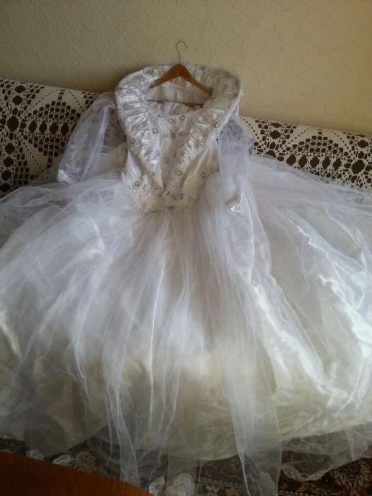 Бутикова сватбена рокля- сатен,тюл,дантела и сребриста бродерия!