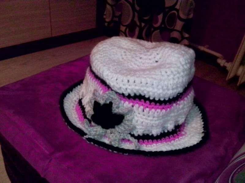 Ръчно плетени на 1 кука - шапки, свещници, калъфчета, ленти..