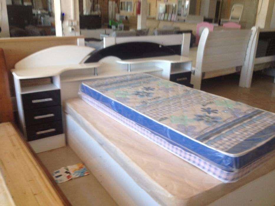 cama casal com bancas e o colchao produto novo com entrega e montagem