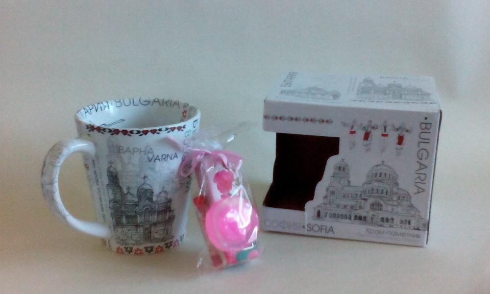 Комплект чаша с български забележителности, сапун, балсам за устни и п