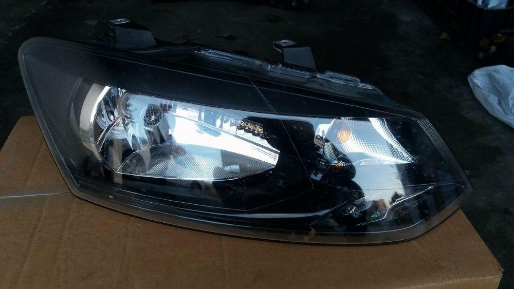 VW Polo AW1 (6R) десен фар + халтер - 2010г