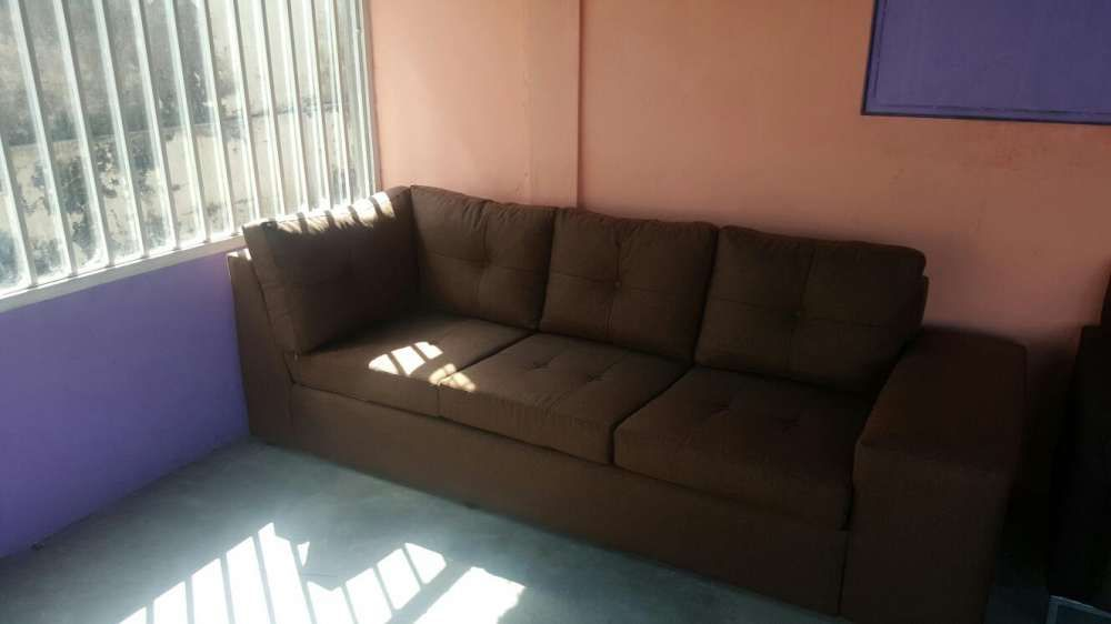 Sofa moderno desponivel