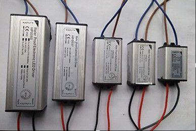 Драйвер на светодиоды Адаптер-блок питания для LED прожектора споты и