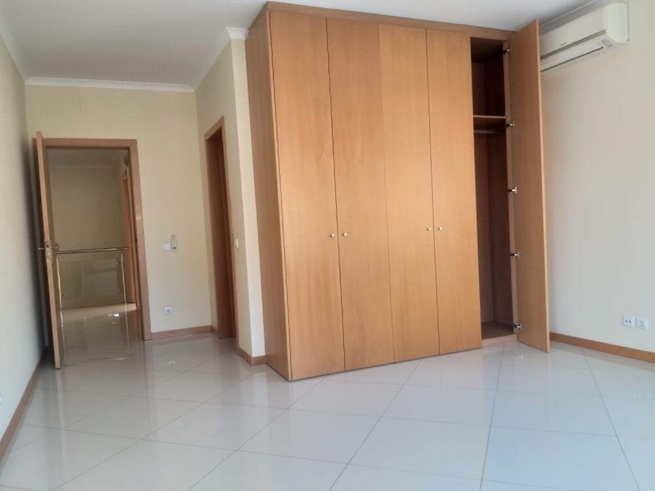 Arrenda-se Excelente Moradia T4 no Triunfo(Condomínio Triunfo) Maputo - imagem 8