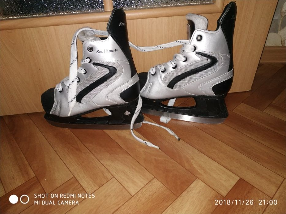 Продам хоккейные коньки