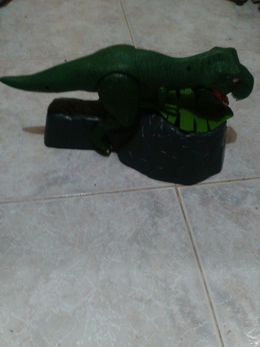 Музикален тиранозавър