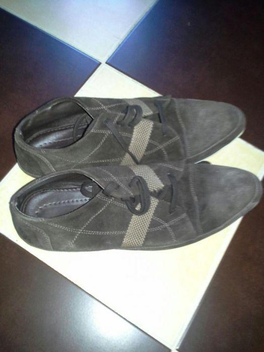 Pantof sport piele intoarsa.