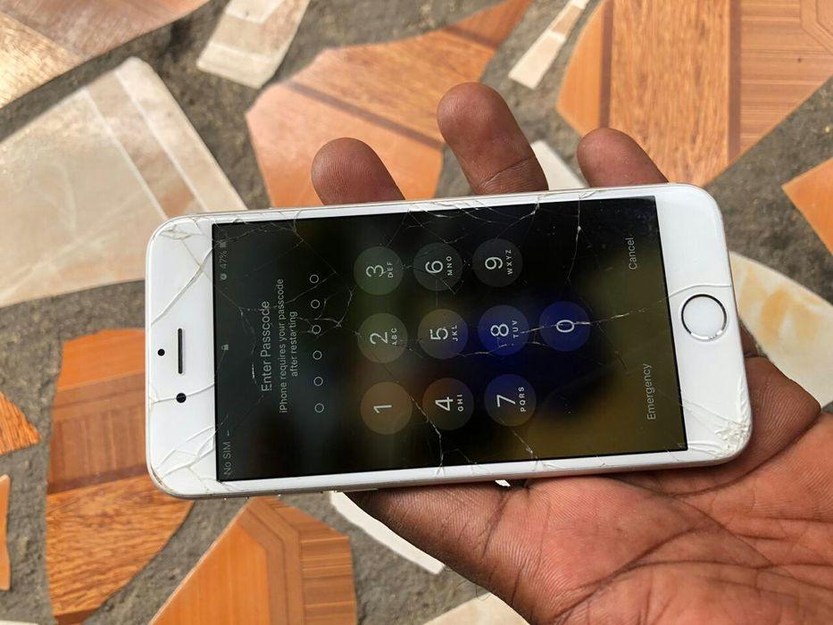 iPhone 6s locked ID para aproveitar LCD base e bateria com rachas