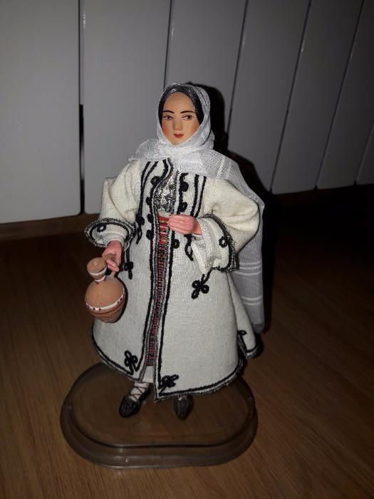 Papusa in costum popular traditional romanesc cu suport
