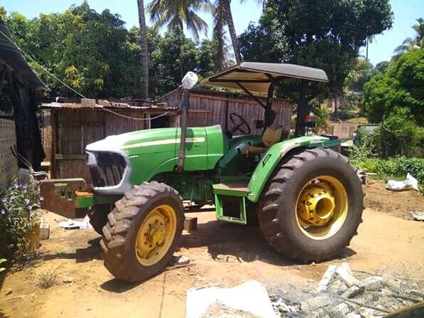 Tractor jhohn Deere 5725
