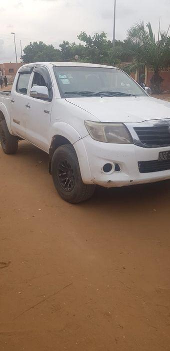 Vende-se Toyota Hilux sem nenhum problema no motor.